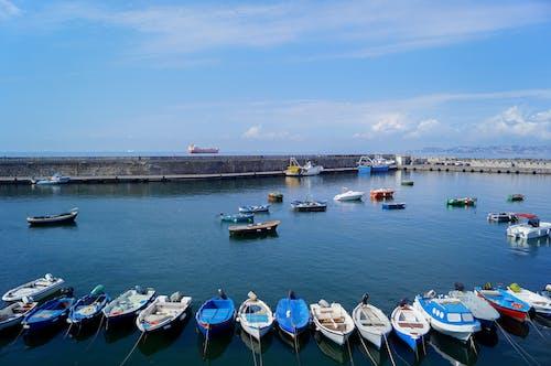 Darmowe zdjęcie z galerii z fotografia krajobrazowa, lato, łódź, nadmorski