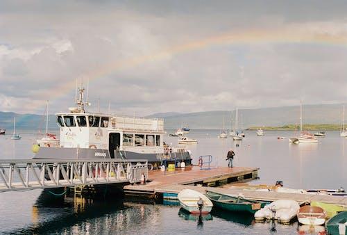 Fotos de stock gratuitas de agua, al aire libre, arco iris, atracado