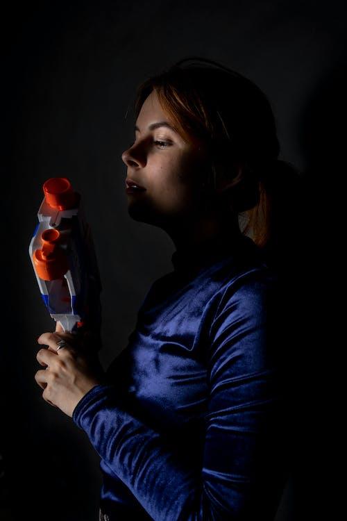 dona, model, pistola de joguina