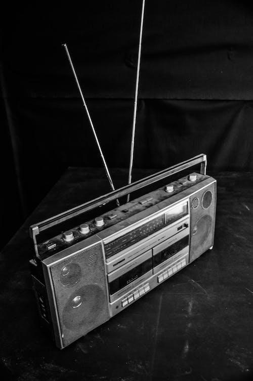 Free stock photo of audio, black, black and white, black background
