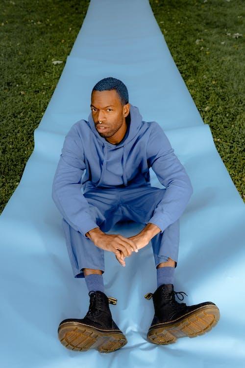 Безкоштовне стокове фото на тему «афроамериканський чоловік, людина, носити, персона»