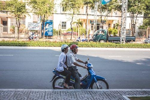 Бесплатное стоковое фото с байк, городская жизнь, дедушка и бабушка, знак любви