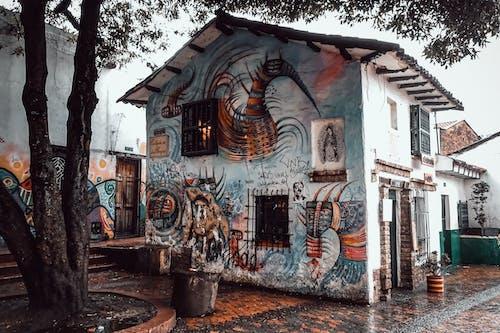 Darmowe zdjęcie z galerii z architektura, budynek, deszcz, dom