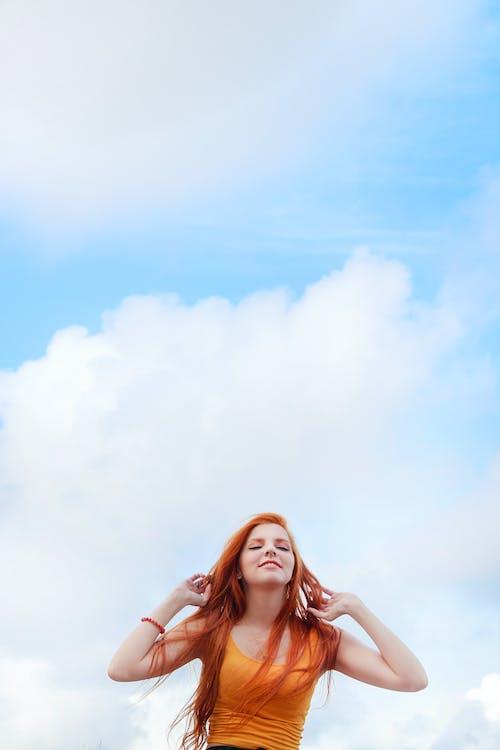 Бесплатное стоковое фото с ветер, волос, девочка, женщина