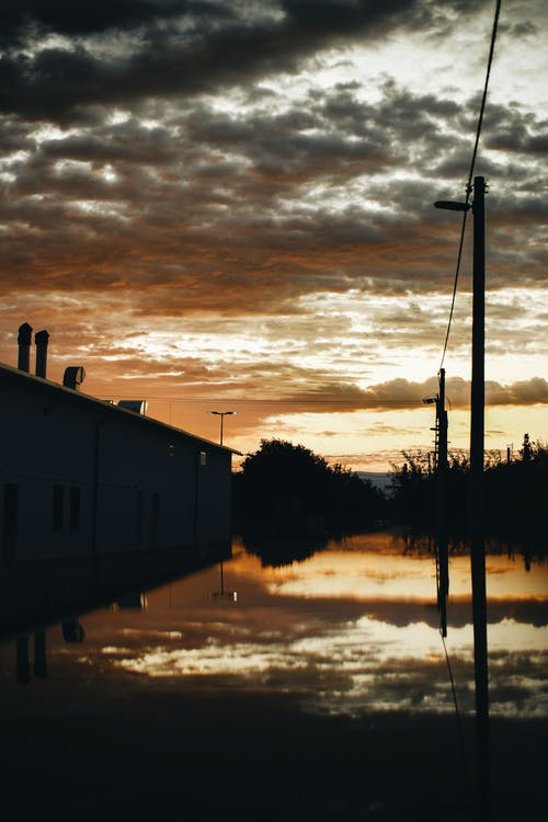 Kostenloses Stock Foto zu bewölkter himmel, herbstdekoration, himmel, kalt