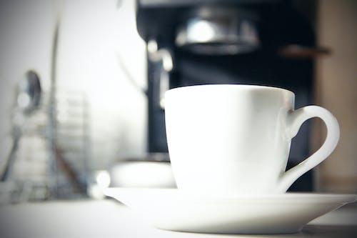 Gratis arkivbilde med kaffe, kaffetrakter, kjøkken, kopp