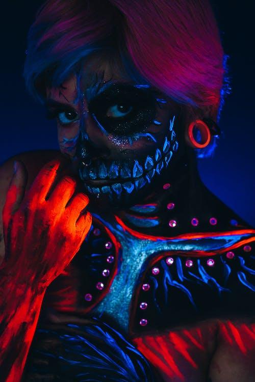 cadılar bayramı, Kadın, karanlık, kişi içeren Ücretsiz stok fotoğraf