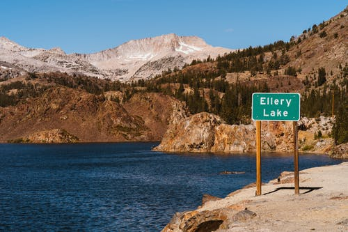A Signage Of Ellery Lake By The Bank Surrounded By The View Of The Mountains