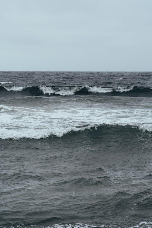 Strong Sea Waves  Braking