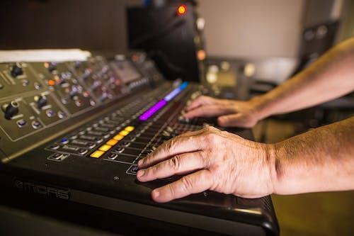 คลังภาพถ่ายฟรี ของ ผู้ชาย, มือ, อิเล็กทรอนิกส์, เทคโนโลยี