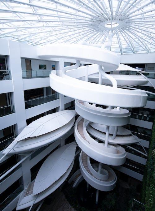 Бесплатное стоковое фото с архитектура, Архитектурное проектирование, бизнес, винтовая лестница