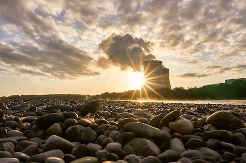 Foto profissional grátis de cascalho, céu, contra luz, energia