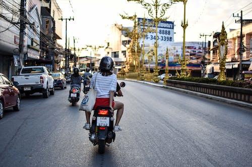 オートバイ, シティ, ヘルメット, モーターサイクリストの無料の写真素材