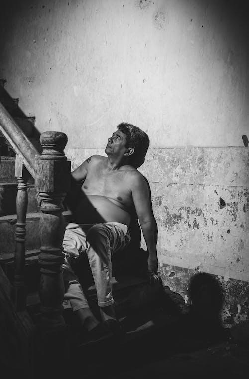 Ảnh lưu trữ miễn phí về Đàn ông, không mặc áo, một mình, ngồi
