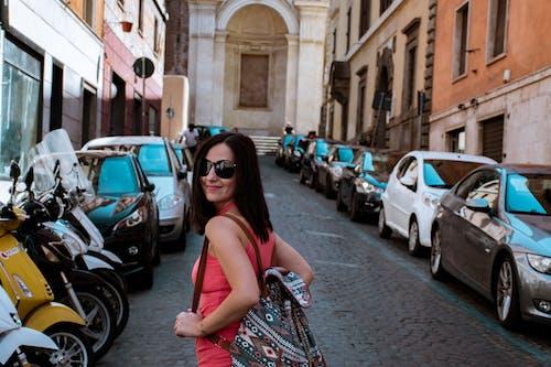 古城, 城市生活, 夏天, 太陽眼鏡 的 免费素材照片