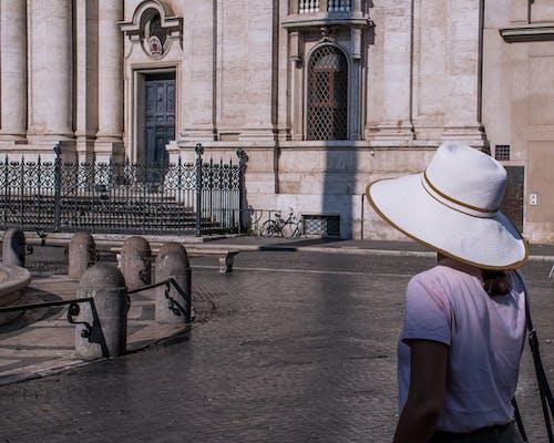 后背, 女孩, 帽子, 年輕女子 的 免费素材照片