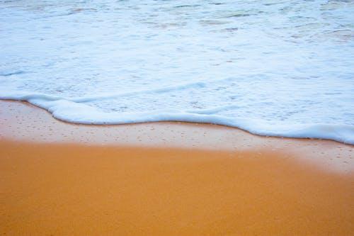 Ilmainen kuvapankkikuva tunnisteilla aalto, hiekka, hiekkaranta, kesä