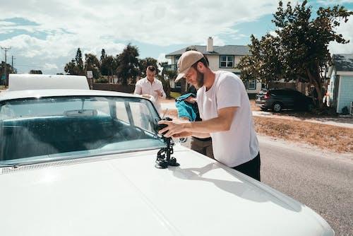 Základová fotografie zdarma na téma auto, automobil, chloupky na obličeji, denní světlo
