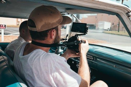 Základová fotografie zdarma na téma auto, chlapi, denní, dospělí