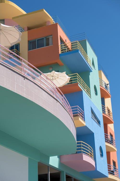 คลังภาพถ่ายฟรี ของ apartaments, การออกแบบสถาปัตยกรรม, มีสีสัน, ระเบียง
