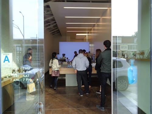 kahve dükkanı, mavi şişe, mavi şişe kahve içeren Ücretsiz stok fotoğraf