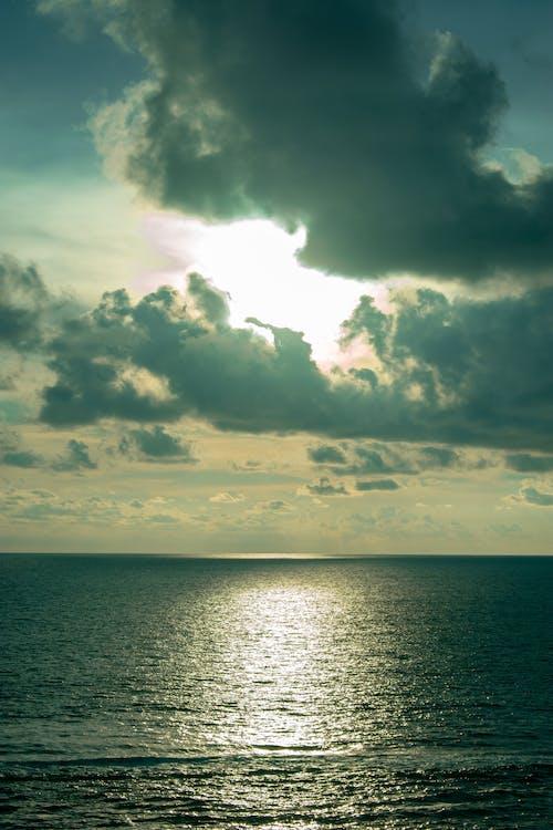 Ilmainen kuvapankkikuva tunnisteilla auringonlasku, meri, pilvet, taivas