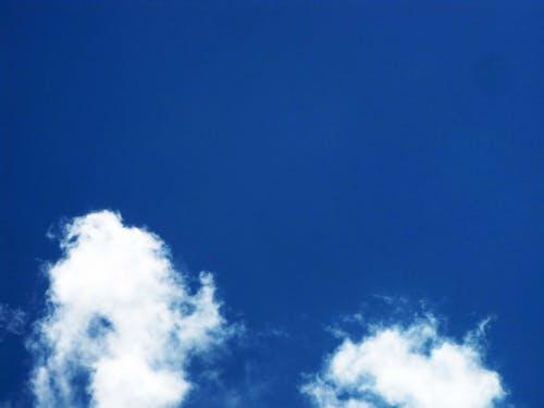 Foto profissional grátis de azul-céu-branco-nuvens, nuvens