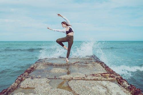 Immagine gratuita di acqua, all'aperto, divertimento, donna