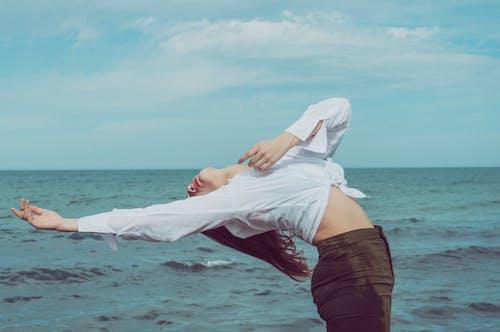 Photos gratuites de été, étendue d'eau, femme, flexible