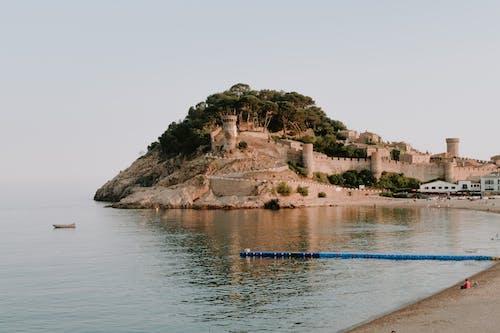 Бесплатное стоковое фото с активный отдых, архитектура, берег, вода