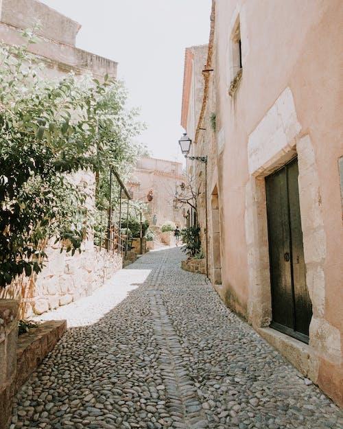 Δωρεάν στοκ φωτογραφιών με δρομάκι, πεζοδρόμιο, πλακόστρωτο, στενός