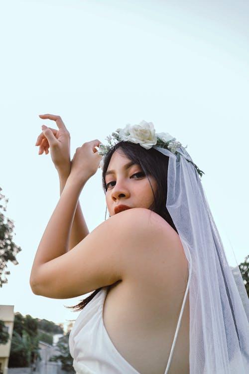 Gratis stockfoto met aantrekkelijk mooi, bloemenkroon, bruid, bruiloft