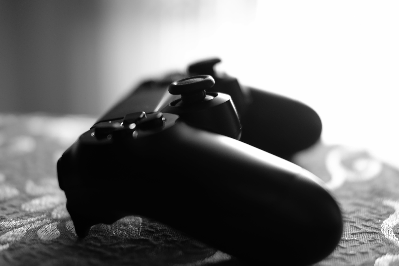Foto d'estoc gratuïta de jocs, joystick, monocrom, playstation 4