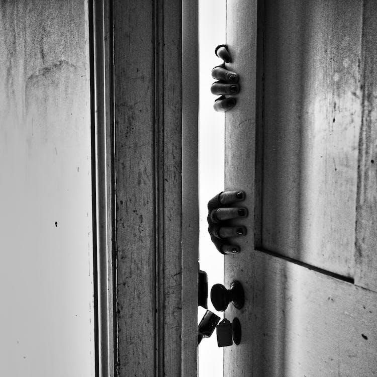 blanc i negre, de fusta, encarregar-se