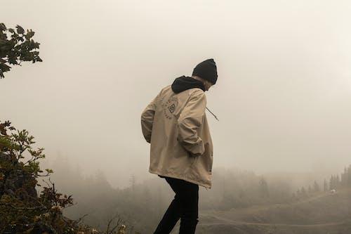 Kostenloses Stock Foto zu mann, nebel, neblig, person