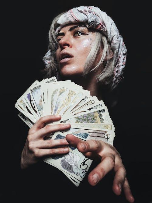 Gratis stockfoto met blondine, geestelijk, goochelaar, meisje