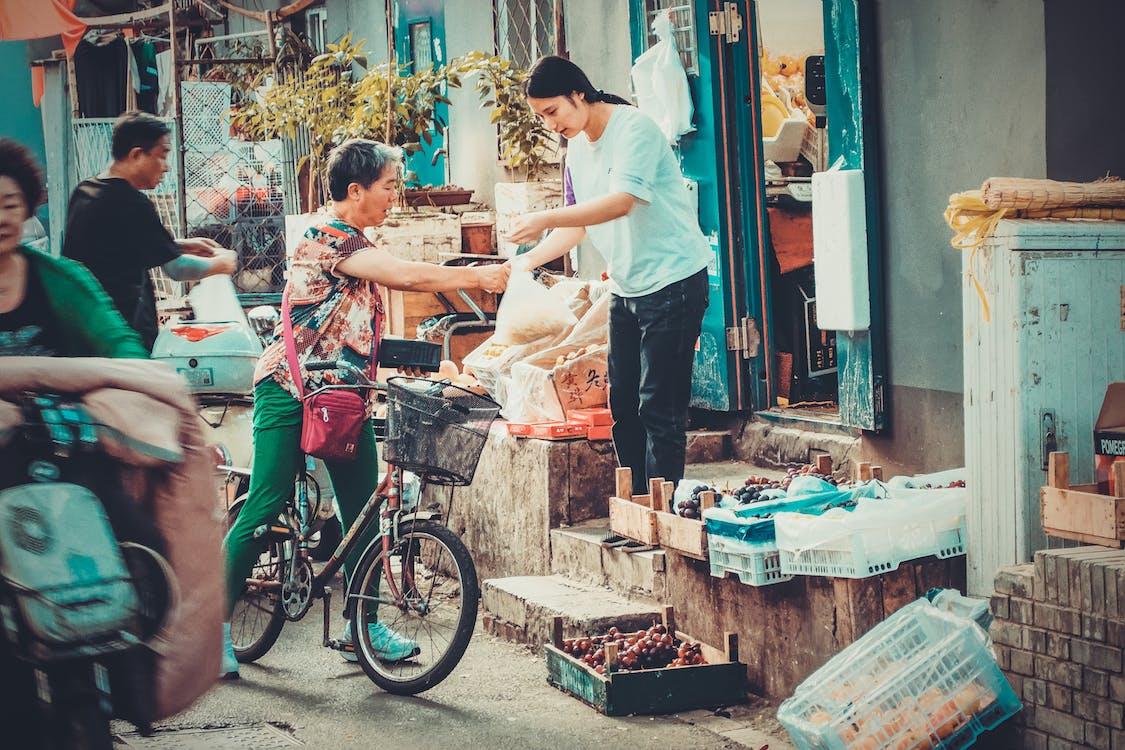 Бесплатное стоковое фото с азиатские женщины, азиаты, велосипед