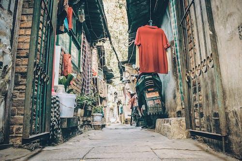 Δωρεάν στοκ φωτογραφιών με αρχιτεκτονική, δρομάκι, δρόμος, κρέμασμα
