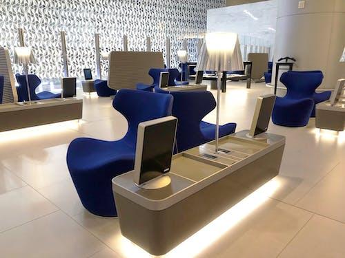 Blauwe Design Bank.Vanessa Pardo Fotografie
