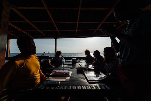 Ảnh lưu trữ miễn phí về ăn uống, ánh sáng, bàn, biển