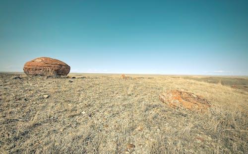 Безкоштовне стокове фото на тему «блакитне небо, ґрунт, Денне світло, камені»