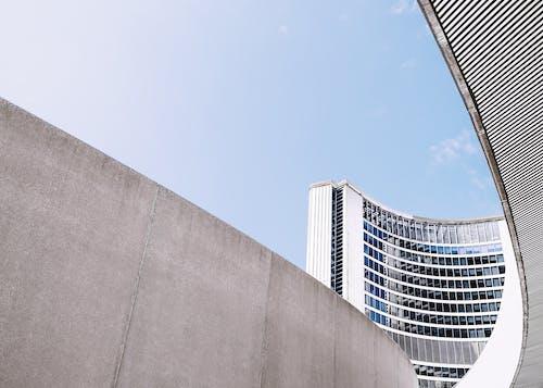 Ingyenes stockfotó ablakok, acél, alacsony szögű felvétel, beton témában