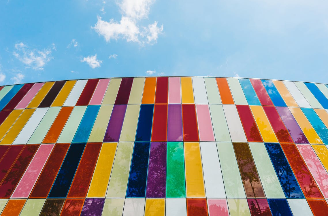 Niederwinkelfotografie Von Verbundglasgebäuden