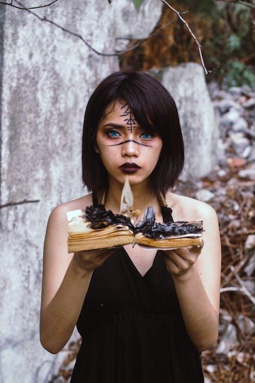 Základová fotografie zdarma na téma čarodějka, čarodějnické řemeslo, černé šaty, děsivý