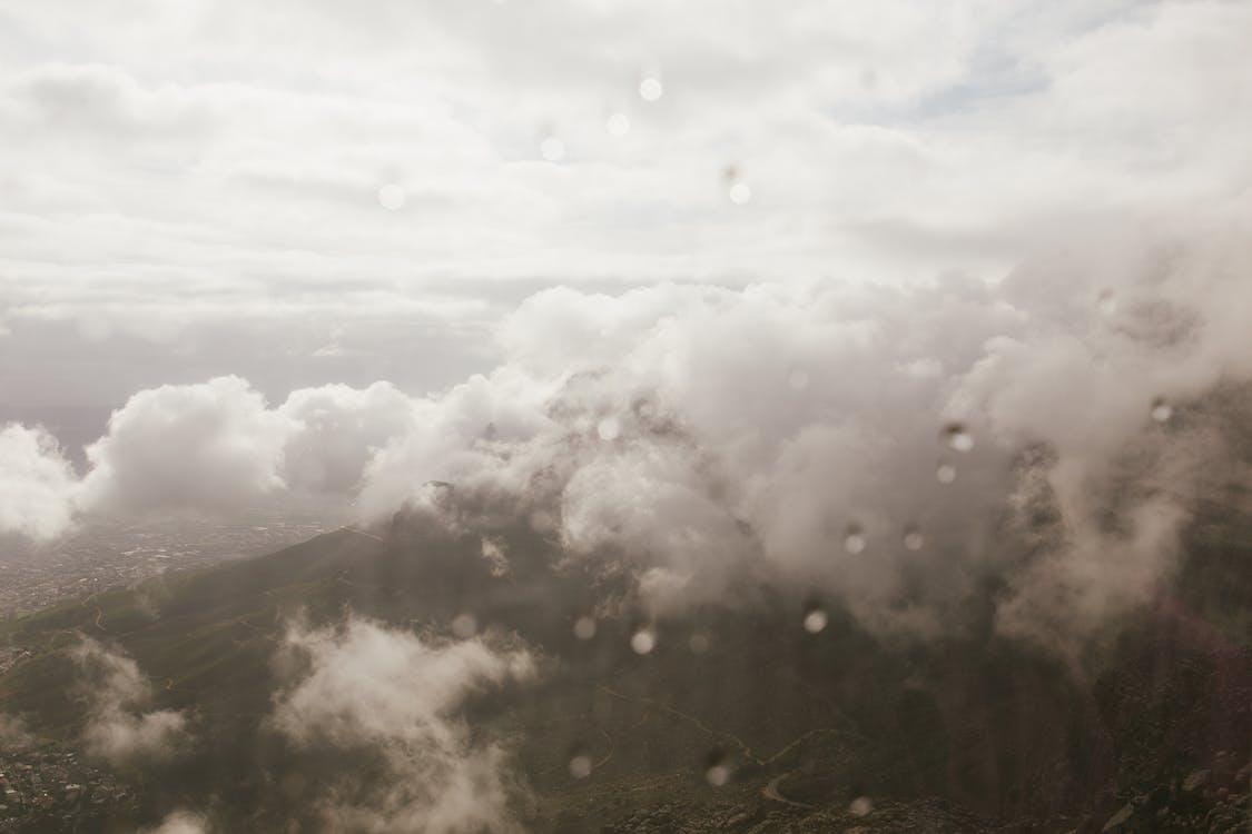 低雲, 喜怒無常, 天性