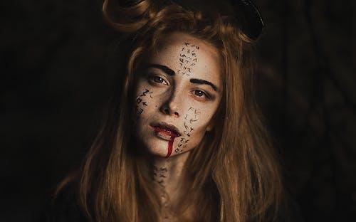 Darmowe zdjęcie z galerii z ciemny, farba do twarzy, fryzura, halloween