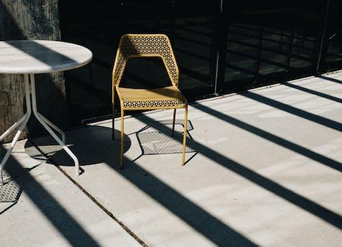 Ilmainen kuvapankkikuva tunnisteilla auringonvalo, aurinkoterassi, huonekalu, huonekalut
