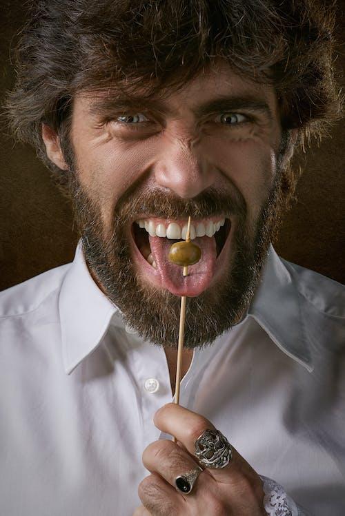 Darmowe zdjęcie z galerii z broda, język, kij, męski