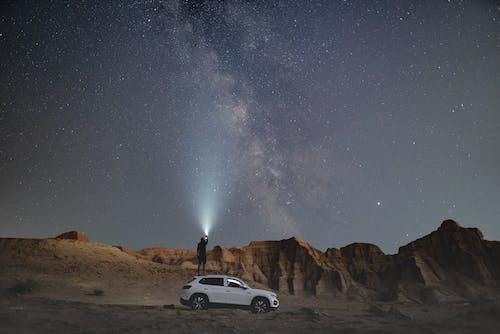 Gratis stockfoto met auto, avond, avontuur, bekijken