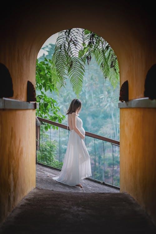 белое платье, беременная, беременность